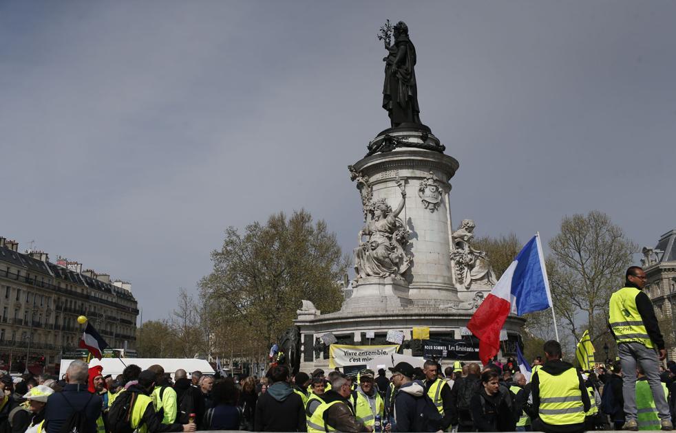Des manifestants français en costume jaune dans les rues pour le 21e week-end   Nouvelles