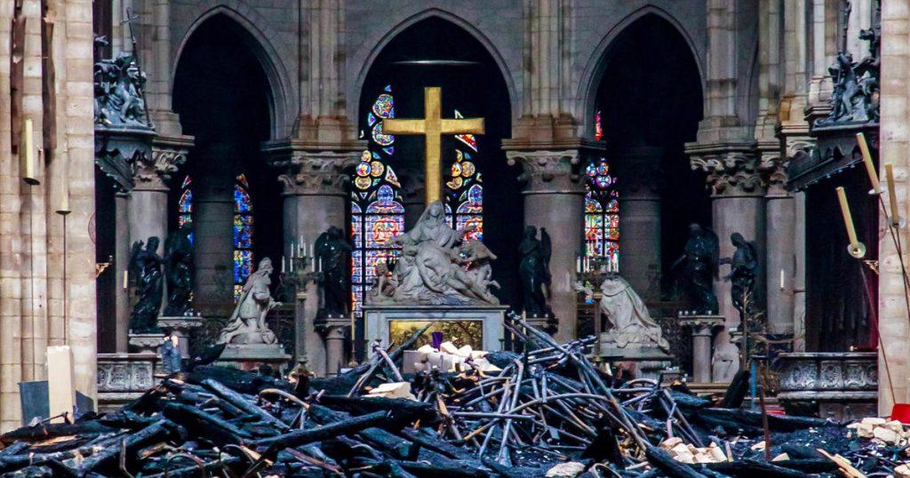 Incendies dans la cathédrale Notre-Dame: des dizaines de personnes enquêtent sur l'incendie à Notre-Dame aujourd'hui - Live updates