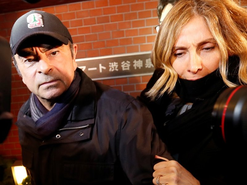 Le Français Macron promet de faire preuve de vigilance à l'égard du traitement de Ghosn après que sa femme a crié au scandale