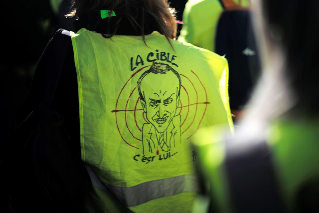 Macron va réagir à la crise économique du gilet jaune