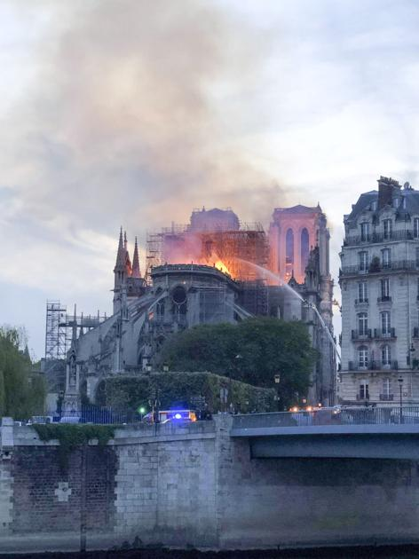Un étudiant de l'UNL étudiant en France est témoin d'un incendie dévastateur à Notre Dame   Nouvelles