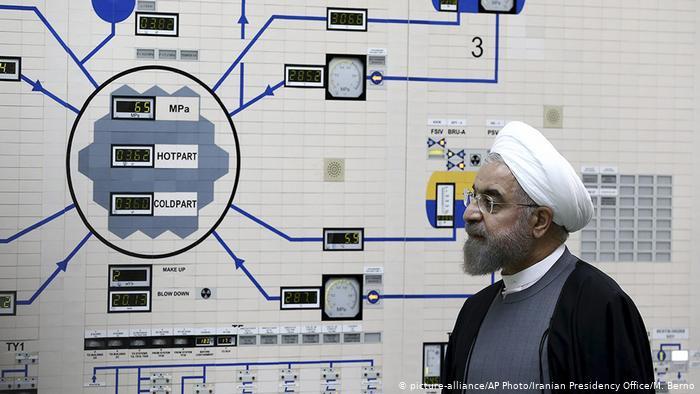 Le président iranien Hassan Rouhani à la centrale nucléaire de Bushehr (picture-alliance / Photo AP / Bureau de la Présidence iranienne / M. Berno)