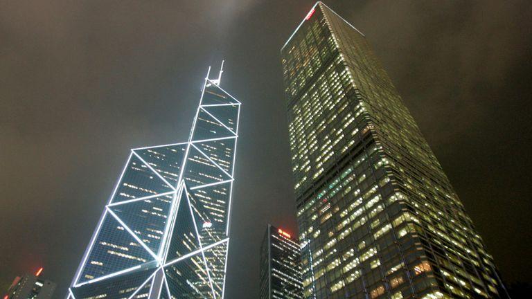 Tour de la Banque de Chine conçue par I.M. Pei (L)