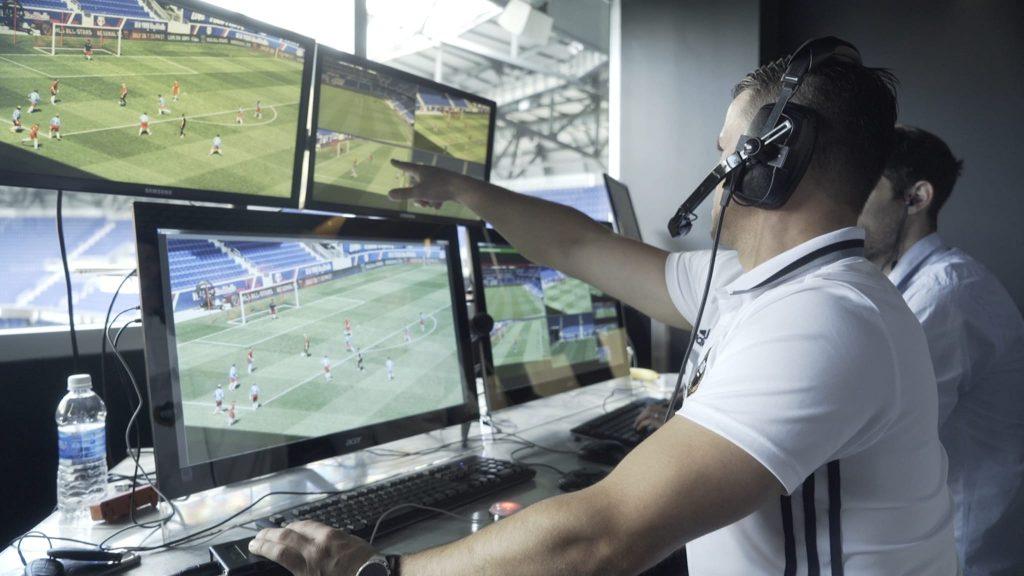 Coupe du Monde Féminine de la FIFA, France 2019 ™ - Actualités - Quinze officiels de match vidéo nommés pour la France 2019