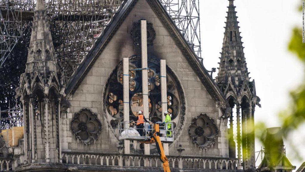 La France dit que Notre Dame doit être restaurée exactement telle qu'elle était