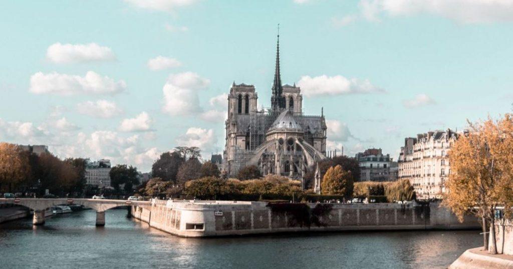 Le Sénat français dit que Notre Dame doit être restaurée «de la même manière qu'avant»