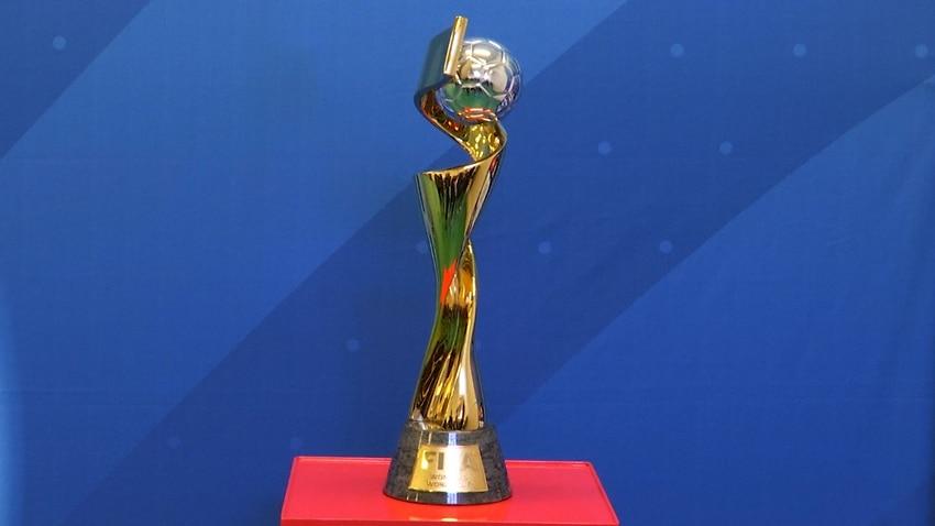 Le trophée de la Coupe du Monde de la FIFA revient en France après une tournée
