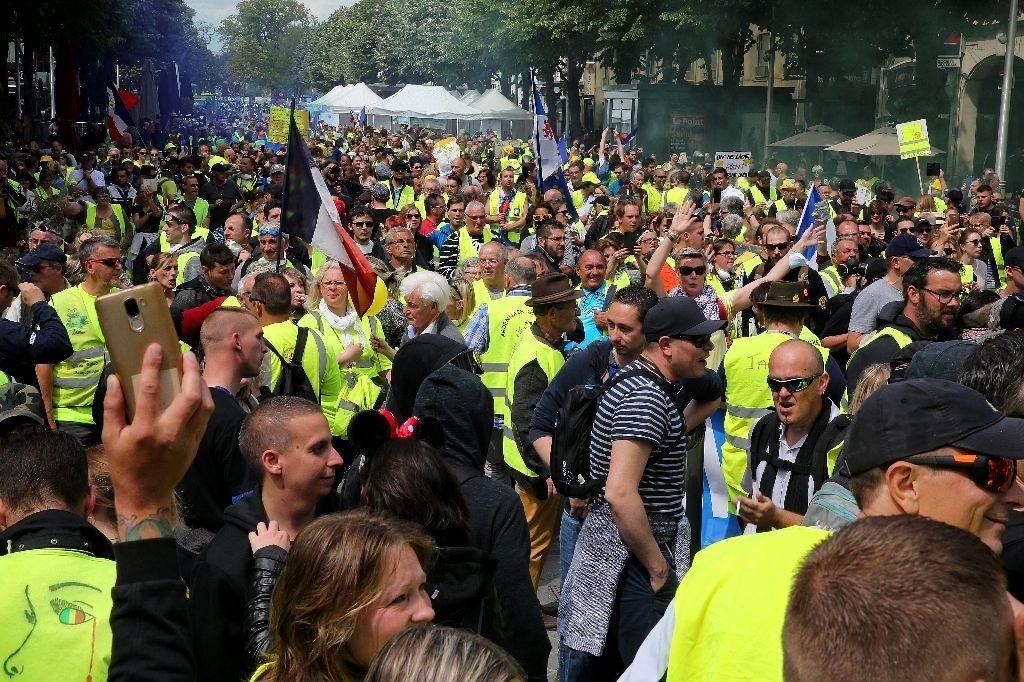 Les «vestes jaunes» françaises marquent six mois de manifestations, les chiffres diminuant
