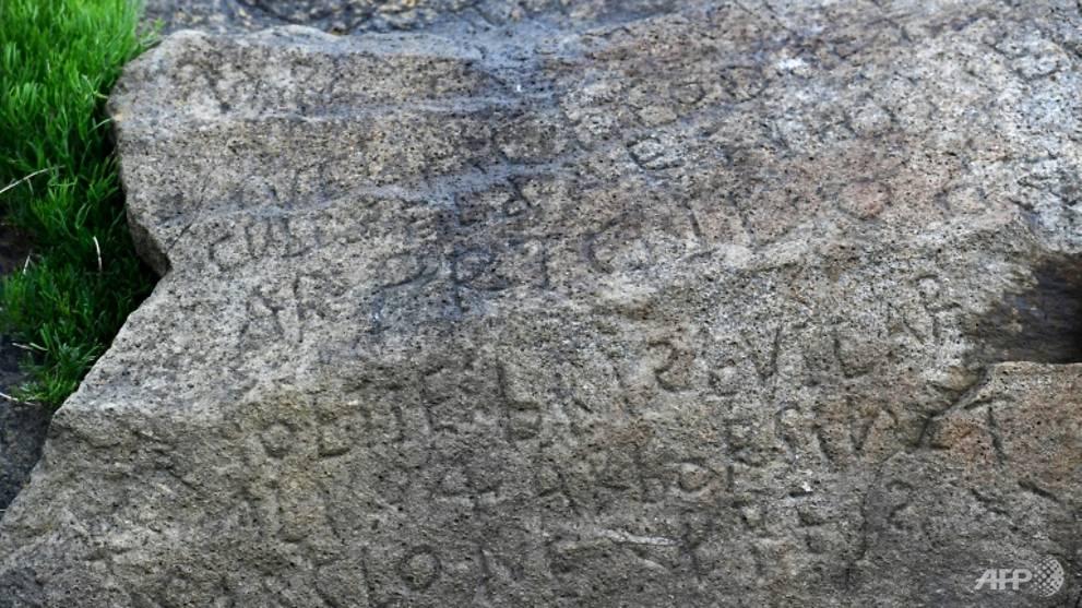 Un village français offre une récompense pour déchiffrer sa «pierre de Rosette»