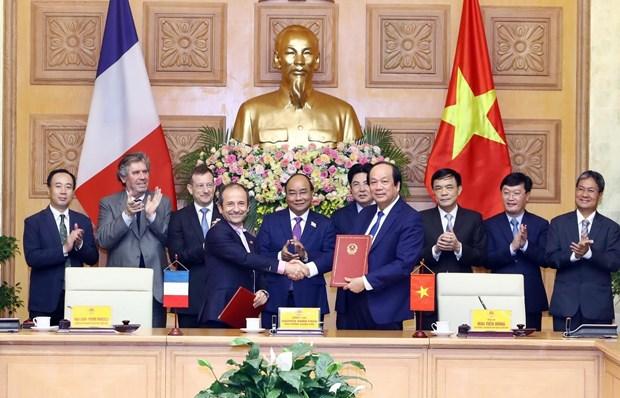 VN et la France coopèrent dans la construction d'un gouvernement électronique - Politique et législation - Nouvelles de Vietnam   Politique, Affaires, Economie, Société, Vie, Sports