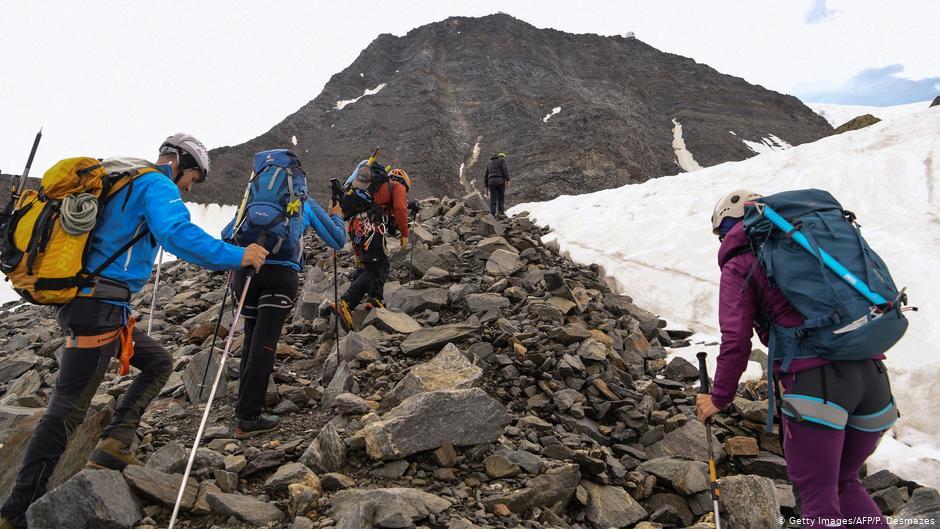 La France limite l'accès au Mont-Blanc pour lutter contre la surpopulation   Nouvelles   DW