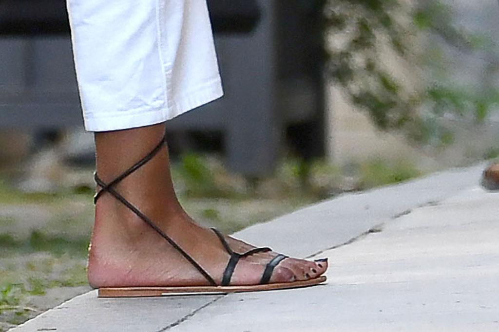 Malia Obama, sandales, pédicure, style de chaussures de célébrités