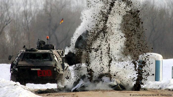 Explosion de mines près de Sarajevo (picture-alliance / dpa / M. Hanschke)