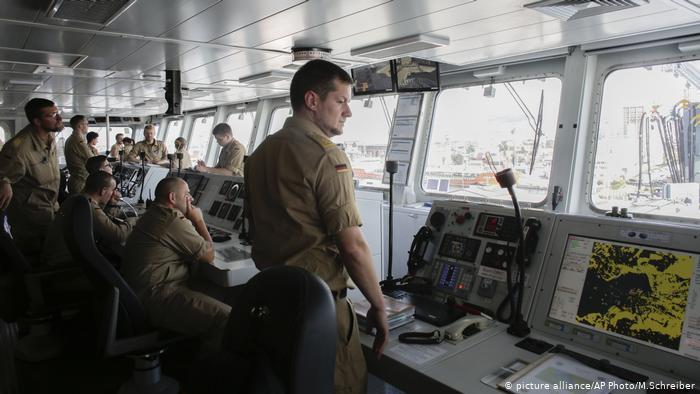Membres d'équipage allemands à bord du navire de guerre FGS Bonn (alliance photo / AP Photo / M.Schreiber)