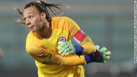 Endler est le premier joueur à être capitaine du Chili lors d'une Coupe du monde féminine.
