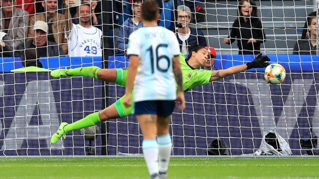 Christiane Endler of Chile Women throws the ball during the International Friendly match between Italy Women and Chile Women on January 18, 2019 in Empoli, Italy.
