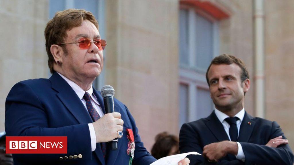 Elton John reçoit la plus haute distinction civile de France: la Légion d'Honneur