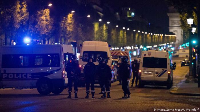 Police sur les Champs-Élysées (Imago / Zuma Press / A. Freindorf)
