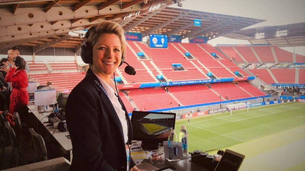 Coupe du Monde Féminine de la FIFA 2019 ™ - Actualités - La commentatrice Oatley boucle la boucle en France