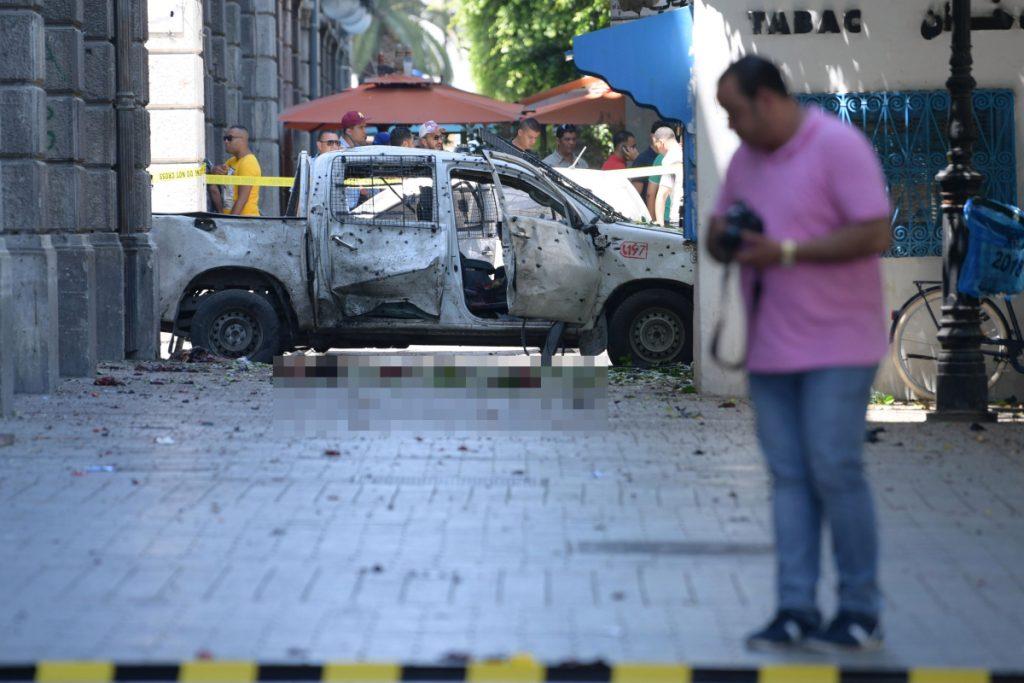 Attentat terroriste en Tunisie - Un kamikaze se fait exploser devant l'ambassade de France à Tunis et le deuxième attentat se poursuit