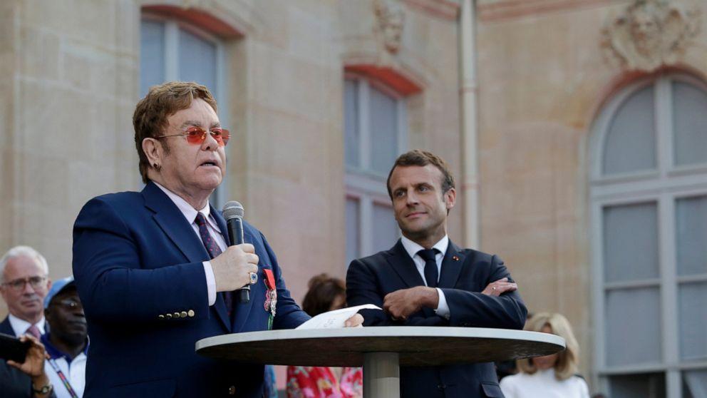 Elton John remporte le premier prix français et rejoint l'appel à la lutte contre le sida
