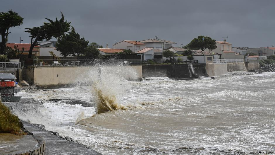 France: La tempête Miguel laisse 3 morts après le chavirement d'un bateau de sauvetage | Nouvelles | DW