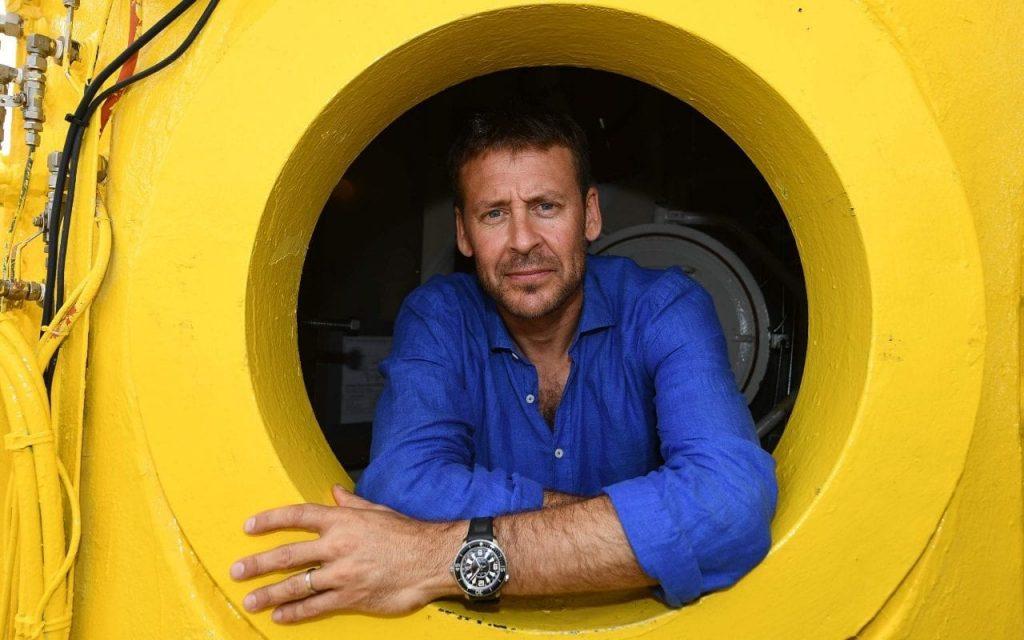 Le capitaine français Nemo entame un voyage sous-marin d'un mois sur les fonds marins de la Méditerranée