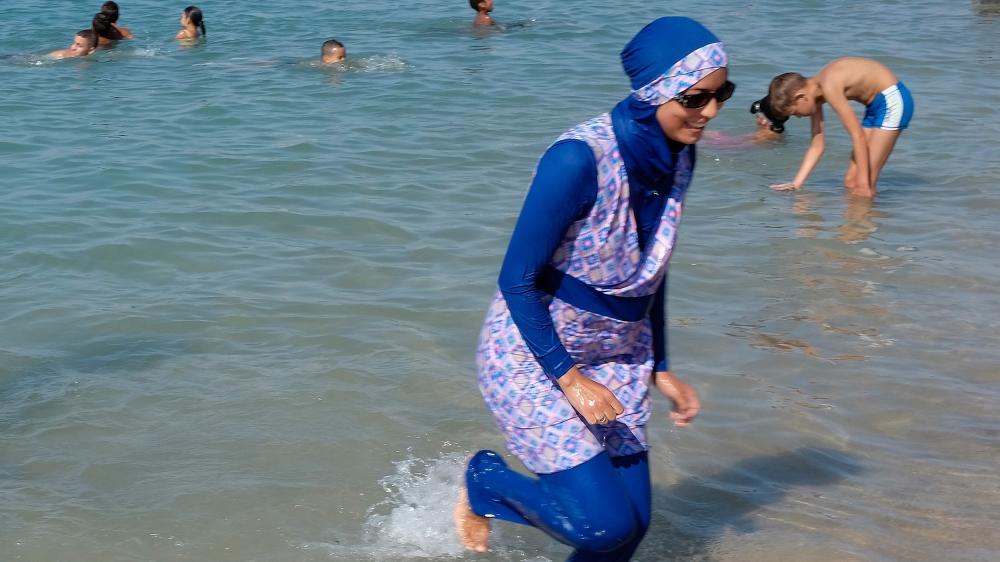 Les piscines en France ferment après que les femmes aient défié l'interdiction du burkini | Nouvelles