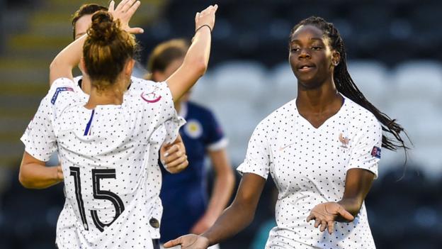 Écosse U19 Femmes 1-2 France U19 Femmes: Le vainqueur du temps d'arrêt bat son hôte