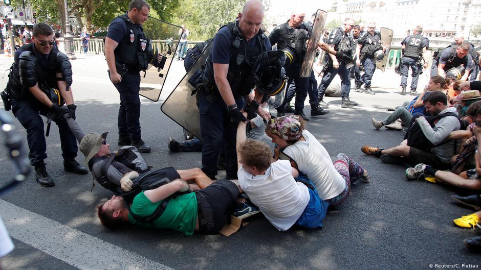 La police française fait face à une enquête sur les gaz lacrymogènes lors de manifestations contre le changement climatique | Nouvelles | DW