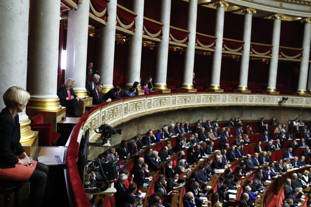 Les législateurs français débattent d'un projet de loi controversé visant à réprimer le discours de haine en ligne | Voix de l'amérique