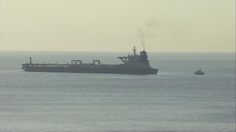 Les autorités ont indiqué qu'il y avait lieu de croire que le navire, appelé le Grace 1, transportait du pétrole brut à la raffinerie de Baniyas en Syrie.
