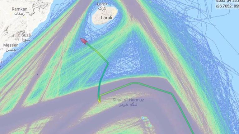 Le propriétaire du pétrolier a déclaré que le navire se trouvait dans les eaux internationales