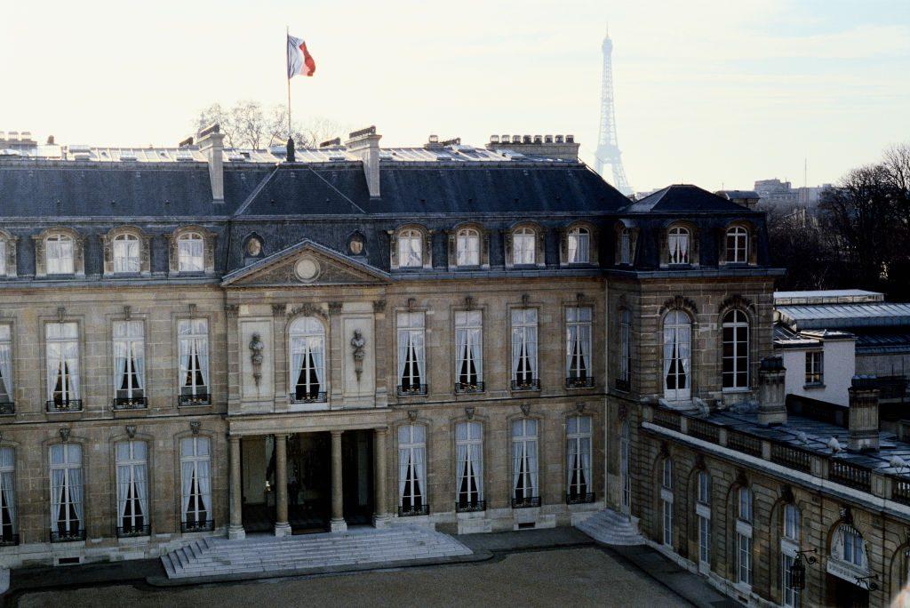 Des centaines d'œuvres d'art ont été volées au palais présidentiel français au cours des dernières décennies. Les employés sont à blâmer?
