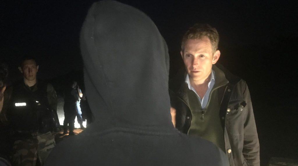 ITV News rejoint la patrouille française à la recherche d'un groupe caché de migrants désireux de traverser la Manche