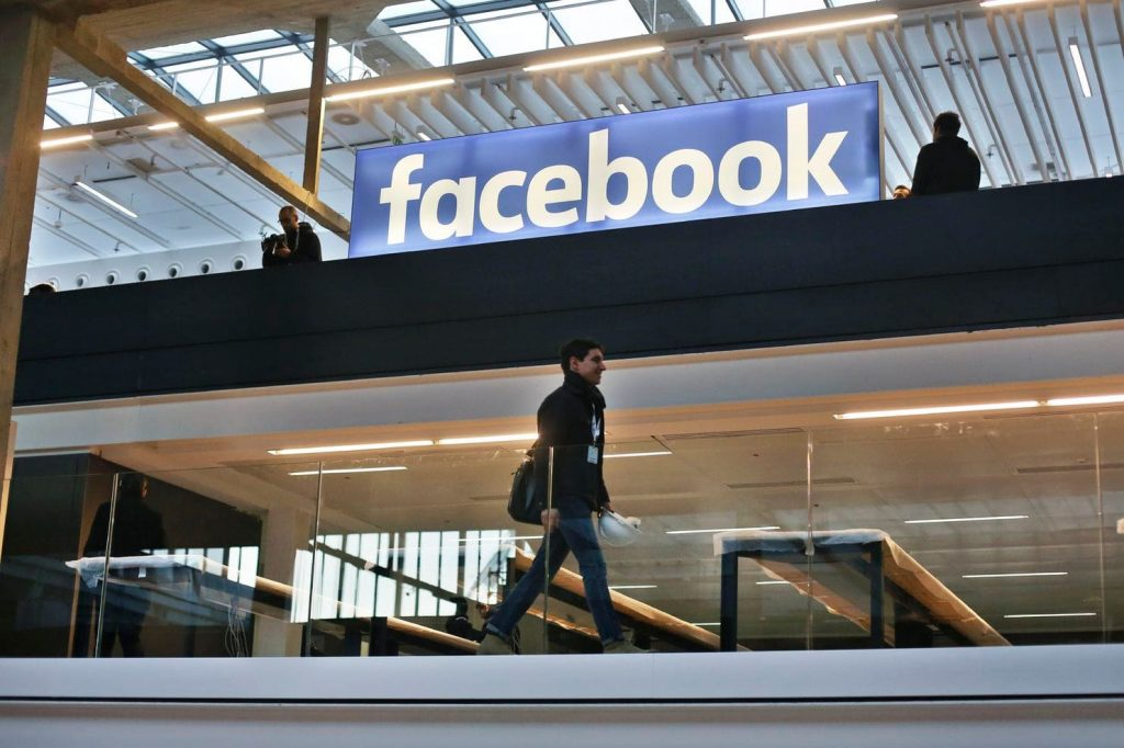 La France adopte une loi exigeant que Facebook supprime le discours de haine dans les 24 heures