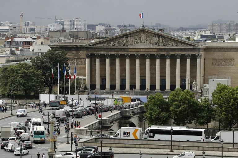 La France approuve l'interdiction de frapper les enfants »Capital News