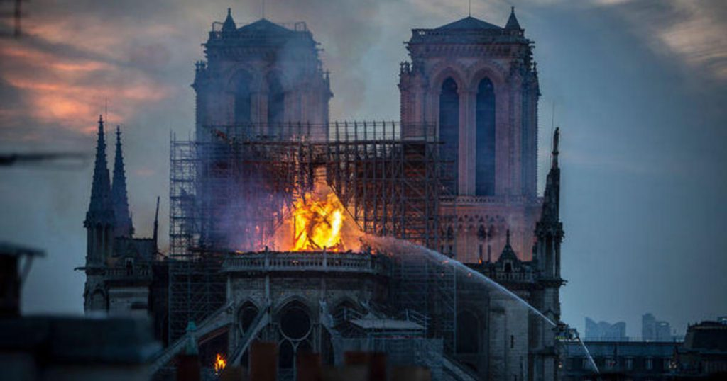 Le point sur l'incendie à Notre Dame: Les gros donateurs retardent de remplir leurs promesses de reconstruire Notre Dame