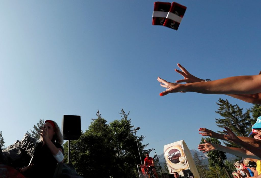 Les écologistes exhortent le Tour de France à mettre fin à «une avalanche de plastique» | Nouvelles