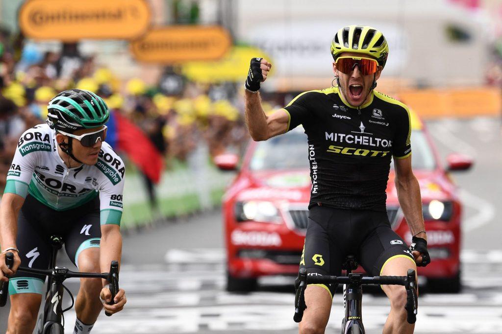 Simon Yates sprinte vers la première victoire du Tour de France sur la 12ème étape