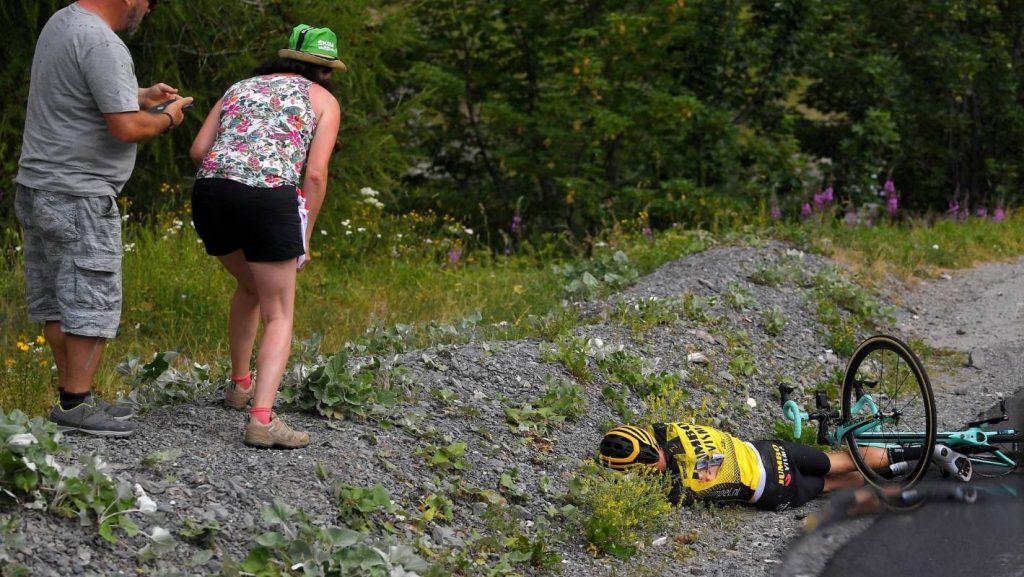 Tour de France: George Bennett impliqué dans deux chutes brutales sur la scène 18