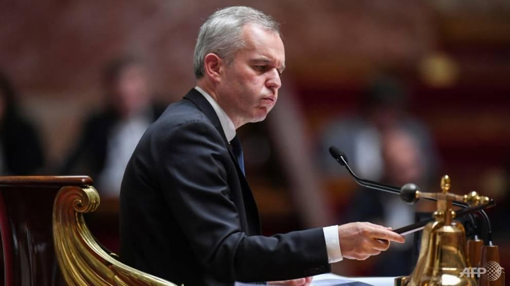 Un ministre français démissionne après le scandale d'un dîner au homard
